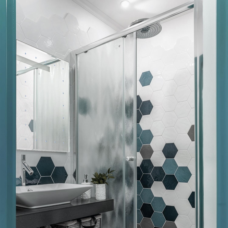 Battery Operated LED Illuminated Bathroom 600mm Mirror IP44 - No ...
